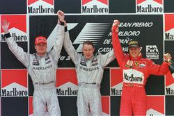 Podium : le vainqueur Mika Hakkinen, McLaren, le deuxième, David Coulthard, McLaren, le troisième, Michael Schumacher, Ferrari