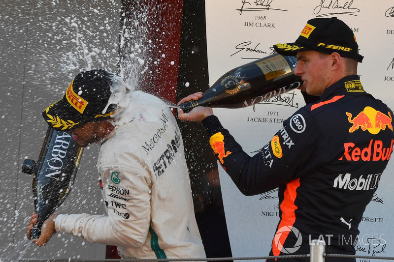 Lewis Hamilton, Mercedes-AMG F1 and Max Verstappen, Red Bull Racing celebrate on the podium with the champagne