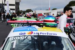 La Posche 911 GT3 Cup e il casco di Alessio Rovera, Tsunami RT