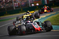 Romain Grosjean, Haas F1 Team VF-18 Ferrari, Nico Hulkenberg, Renault Sport F1 Team R.S. 18, and Dan