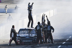 Race winner Clint Bowyer, Stewart-Haas Racing, Ford Fusion Haas Automation Demo Day