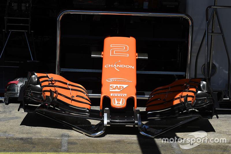Носовой обтекатель и переднее антикрыло McLaren MCL32