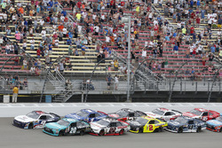 Денни Хэмлин, Joe Gibbs Racing Toyota, Уильям Байрон, JR Motorsports Chevrolet и Брэд Кеселовски, Te