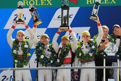 Podium: race winners Timo Bernhard, Earl Bamber, Brendon Hartley, Porsche Team, second place Ho-Pin