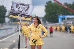 Grid girl, Keyvan Andres Soori, Motopark, Dallara F317 - Volkswagen