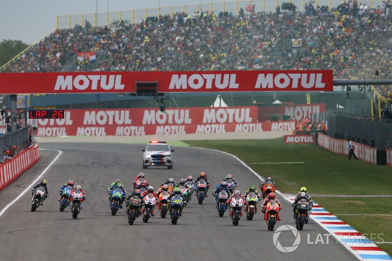 Start action, Johann Zarco, Monster Yamaha Tech 3 leads