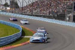 Kevin Harvick, Stewart-Haas Racing Ford, A.J. Allmendinger, JTG Daugherty Racing Chevrolet