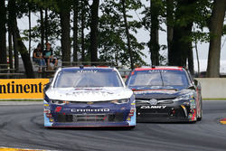 William Byron, JR Motorsports Chevrolet y Christopher Bell, Joe Gibbs Racing Toyota
