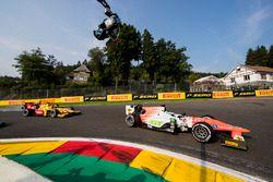 Sergio Sette Camara, MP Motorsport, precede Norman Nato, Pertamina Arden e il reso del gruppo alla p