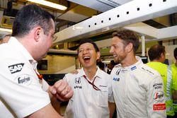 Eric Boullier, Director de carreras de F1 de McLaren, Yusuke Hasegawa, Honda oficial de gestión y Je