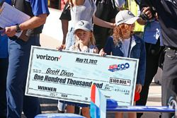 Scott Dixon's daughters Poppy and Tilly make shopping plans with Dad's Pole Award check