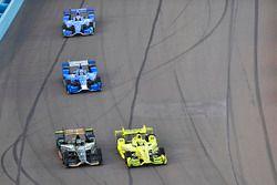 Simon Pagenaud, Team Penske, Chevrolet; J.R. Hildebrand, Ed Carpenter Racing, Chevrolet; Tony Kanaan