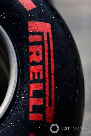 Pirelli-Reifen: Superspoft