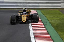 Jolyon Palmer, Renault Sport F1 Team RS17 envoie des étincelles en l'air
