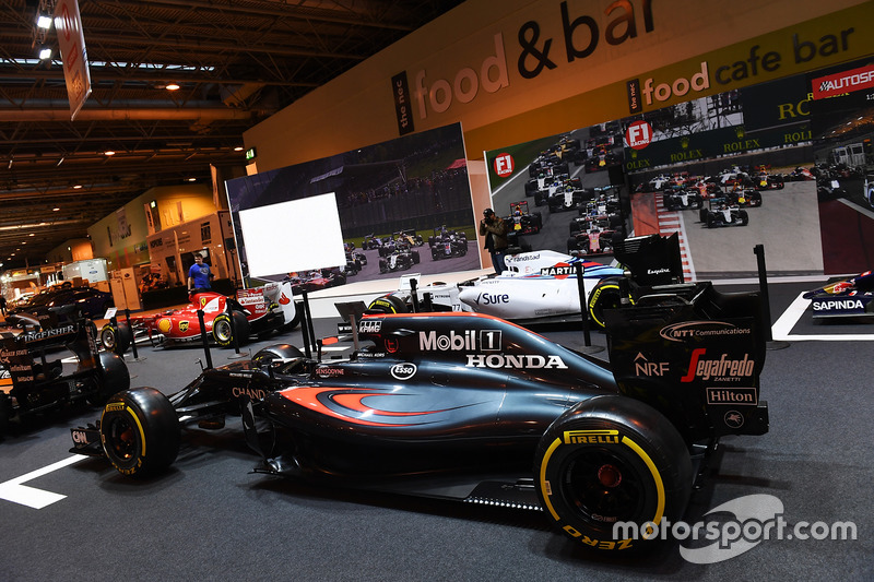 McLaren не стенді F1 Racing