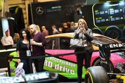 Fans am F1 Racing Stand