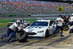 Brad Keselowski, Team Penske Ford makes a pit stop