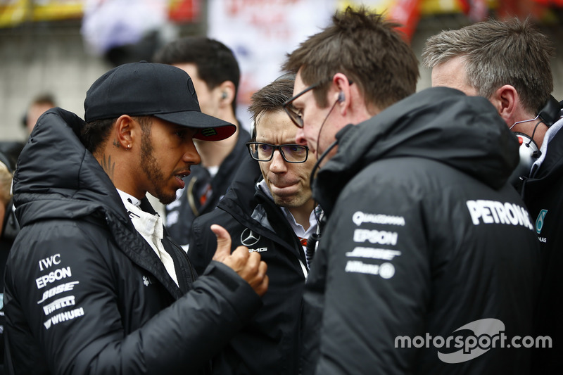 Lewis Hamilton, Mercedes AMG, with Andrew Shovlin, Chief Race Engineer, Mercedes AMG