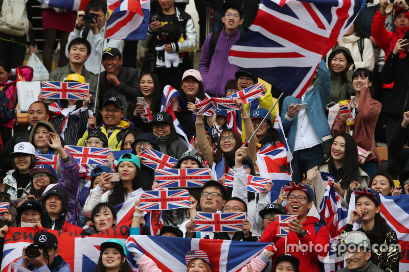 Big crowd support for Lewis Hamilton, Mercedes AMG