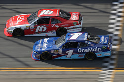 Ryan Reed, Roush Fenway Racing Ford, corre con Elliott Sadler, JR Motorsports Chevrolet