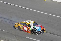 Kyle Busch, Joe Gibbs Racing Toyota después del accidente