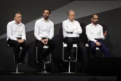 (L naar R): Bob Bell, Renault Sport F1 Team Chief Technical Officer met Cyril Abiteboul, Renault Spo
