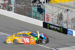 Kyle Busch, Joe Gibbs Racing Toyota wrecked car
