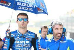 Sylvain Guintoli, Team Suzuki MotoGP, y Jose Manuel Cazeaux