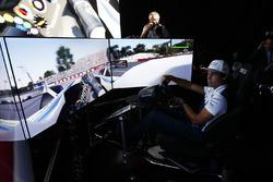 Lance Stroll, Williams. dans un simulateur