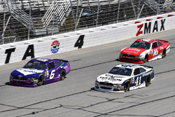 Darrell Wallace Jr., Roush Fenway Racing Ford, Kevin Harvick, Stewart-Haas Racing Ford y Ryan Reed,