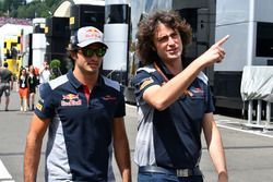 Carlos Sainz Jr., Scuderia Toro Rosso, Marco Matassa, Scuderia Toro Rosso Engineer