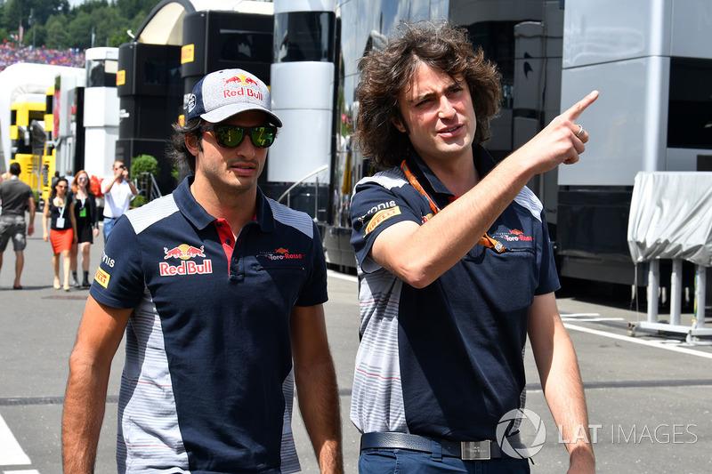 Гонщик Scuderia Toro Rosso Карлос Сайнс-мл. и инженер команды Марко Маттаса