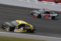 Trevor Bayne, Roush Fenway Racing Ford, Michael McDowell, Leavine Family Racing Chevrolet