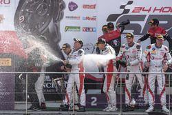 Podio AM-Cup: #36 BMW M6 GT3, Walkenhorst Motorsport, Henry Walkenhorst, Stef Van Campenhoudt, David Schiwietz, Ralf Oeverhaus