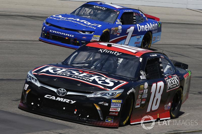 Kyle Benjamin, Joe Gibbs Racing Toyota, Elliott Sadler, JR Motorsports Chevrolet