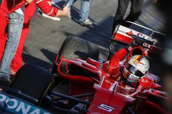Sebastian Vettel, Ferrari SF70H, vainqueur, arrive dans le Parc Fermé