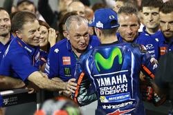 Le vainqueur Maverick Viñales, Yamaha Factory Racing, félicité par Ramon Forcada