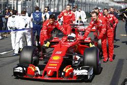 Sebastian Vettel, Ferrari SF70H, arrive sur la grille
