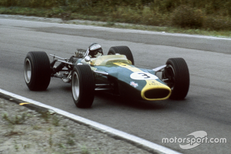 El récord de Fangio fue batido por Jim Clark en el GP de Canadá 1967, logrando su 30ª pole.