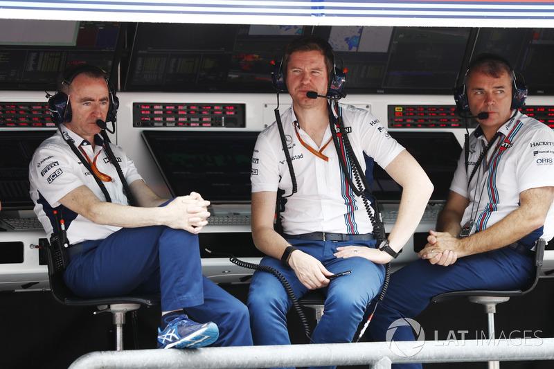 Paddy Lowe, Teknik Şef, Williams Formula 1, Rob Smedley, Performans Şefi, Williams, pit duvarında