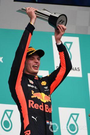 Racewinnaar Max Verstappen, Red Bull Racing viert feest op het podium