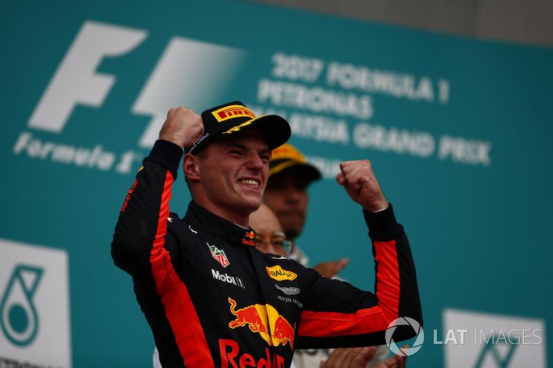 Макс Ферстаппен на подиуме после победы в Гран При Малайзии