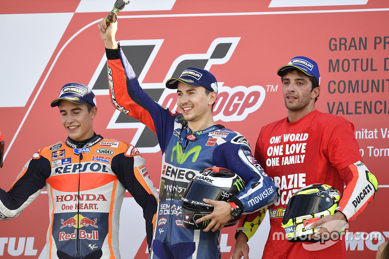 Podium: ganador, Jorge Lorenzo, Yamaha Factory Racing, segundo, Marc Márquez, Repsol Honda Team, tercero, Andrea Iannone, Ducati Team
