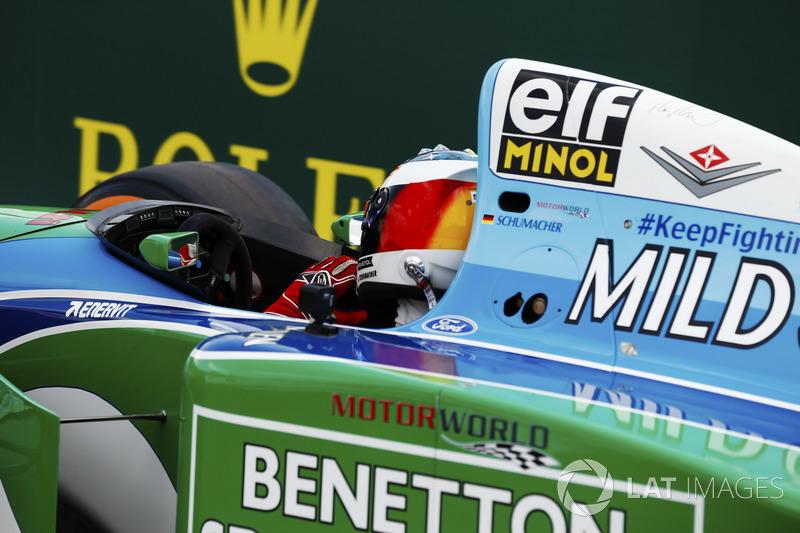 Mick Schumacher guida una Benetton B194