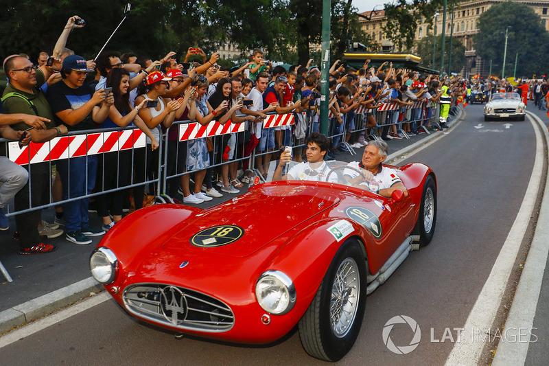 Lance Stroll, Williams, en el desfile de Milán