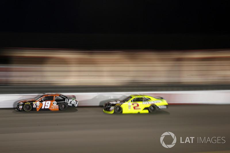 Matt Tifft, Joe Gibbs Racing Toyota, Paul Menard, Richard Childress Racing Chevrolet