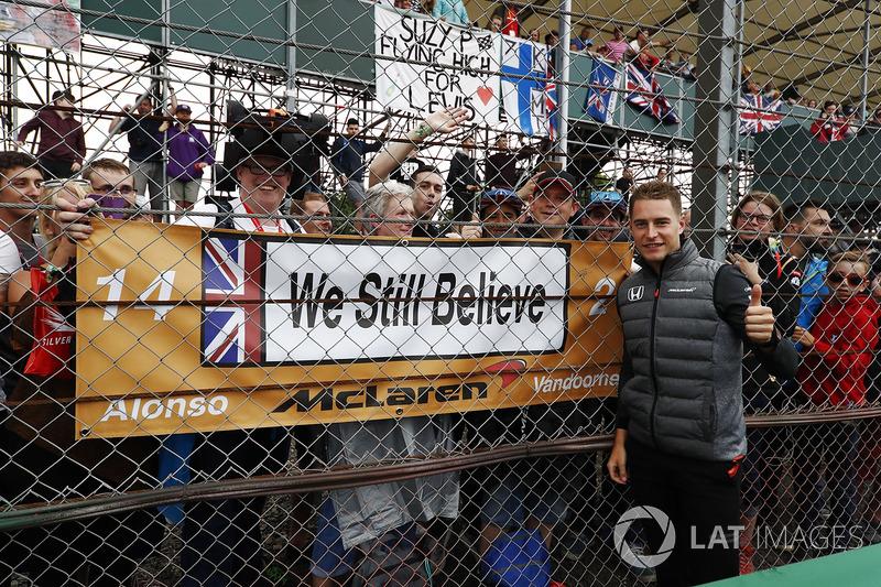 Stoffel Vandoorne, McLaren, meets fans