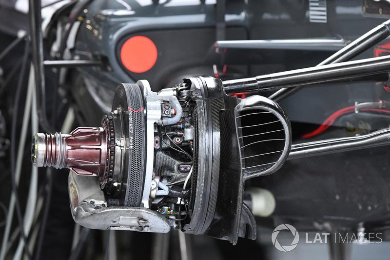 Haas F1 Team VF-17 front brake and wheel hub detail