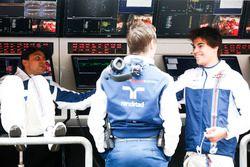 Felipe Massa, Williams; Rob Smedley, Leitender Ingenieur, Williams; Lance Stroll, Williams, am Komma