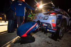 Hyundai Motorsport mechanic at work